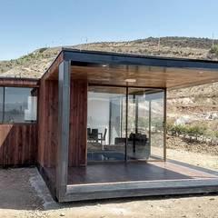 FACHADAS: Casas de estilo  por arquiroots