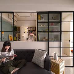 اتاق نشیمن by 一葉藍朵設計家飾所 A Lentil Design