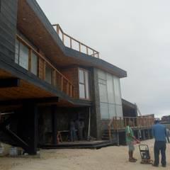 Vivienda Maria Salah: Casas de madera de estilo  por Kimche Arquitectos
