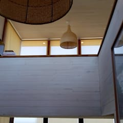 Vivienda Maria Salah: Pasillos y hall de entrada de estilo  por Kimche Arquitectos