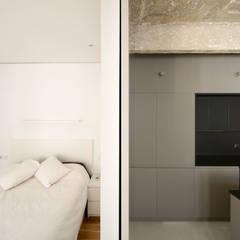 Casa FC25: Dormitorios de estilo  de Garmendia Cordero arquitectos