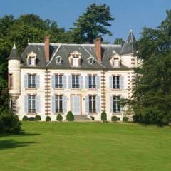 Le château vu du jardin : Cuisine de style de style Industriel par Clo - Architecture & Design