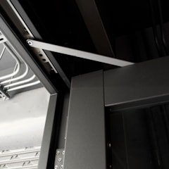 Puertas de vidrio de estilo  por 日常鉄件製作所