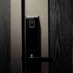 Inside doors by 日常鉄件製作所,