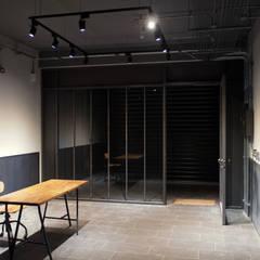 Glass doors by 日常鉄件製作所