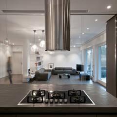 casa SE: Cucina attrezzata in stile  di Arabella Rocca Architettura e Design