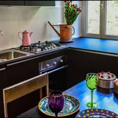 Casa Brio: Cucinino in stile  di Arabella Rocca Architettura e Design