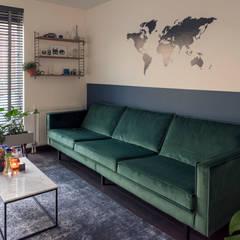 Interieurstyling woonkamer en keuken in Haarlem:  Woonkamer door Studio Mind
