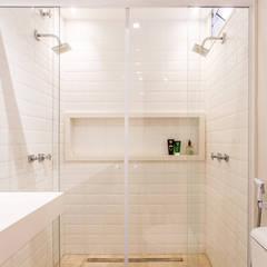 Projeto Apartamento RF, Tijuca, Rio de Janeiro, RJ.: Banheiros  por Rafael Ramos Arquitetura,Moderno