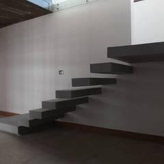 ESCALERA DE PELDAÑOS EN VOLADIZO: Escaleras de estilo  por arquiroots