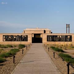 ESPACIO SALENTEIN: Bodega Salentein, Killka y Capilla de la Gratitud: Centros de exposiciones de estilo  por Bórmida & Yanzón arquitectos,Rural