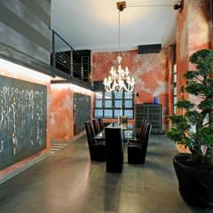 Dining room: Sala da pranzo in stile  di Vemworks llc