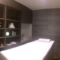 Área de masajes: Hoteles de estilo  por Diseñador Paul Soto