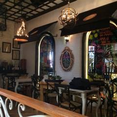 La Diva Cali: Locales gastronómicos de estilo  por Diseñador Paul Soto, Rústico