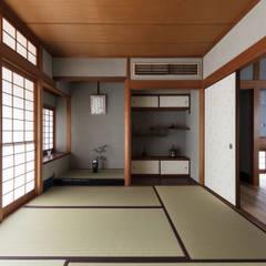 غرفة الميديا تنفيذ 山本嘉寛建築設計事務所 YYAA