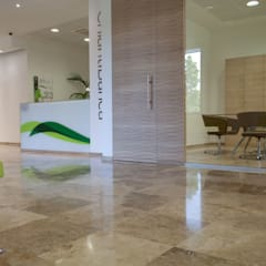 Pavimenti per banche: Spazi commerciali in stile  di Pietre di Rapolano