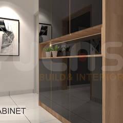 Pasillos y vestíbulos de estilo  por Yucas Design & Build Sdn. Bhd.