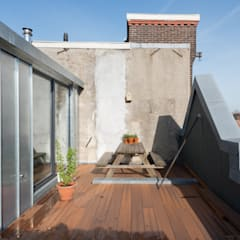 Roof Terrace:  Schuin dak door Kevin Veenhuizen Architects