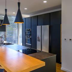 VR1: Cozinhas embutidas  por Antunarqui Unip Lda