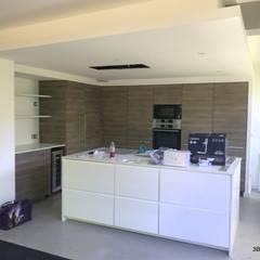 Aménagement de la nouvelle cuisine autour d'un ilot ouvert.: Cuisine intégrée de style  par 3B Architecture