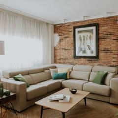 Aprovechar el espacio: Salones de estilo  de Comodoos Interiores