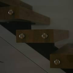 Lina İç Mimarlık – Modern Villa Projesi:  tarz Merdivenler