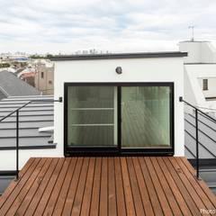 都市型3階建て ハコノオウチ10: 石川淳建築設計事務所が手掛けたテラス・ベランダです。