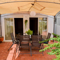HOME STAGING VIVIENDA ANTIGUA EN VALENCIA : Terrazas de estilo  de Le Coquelicot Atelier