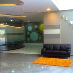 Stride Group , Gurgaon:  Offices & stores by Finch Architects