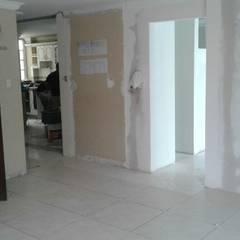 Apartamentos Medina: Salas de estilo minimalista por Trazos Studio SAS