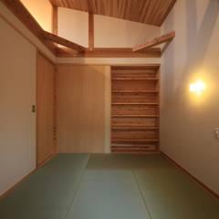 Salas multimedia de estilo asiático por 田村建築設計工房