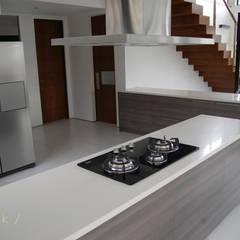 Modular Kitchen - Tagaytay City: modern Kitchen by Stak Modern Kitchens