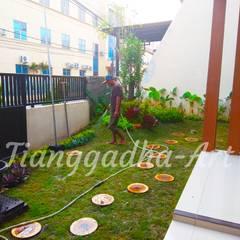 Negozi & Locali commerciali in stile  di Tukang Taman Surabaya - Tianggadha-art