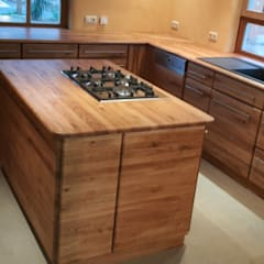 Massive Eichenholz Bioküche in Vollholz mit handgezinkten Schüben: ausgefallene Küche von Tischlerei RMD Rustikales Möbeldesign