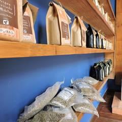 Mostrador Café Jesús Martín: Espacios comerciales de estilo  por Home Eco