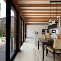 Salle à manger de style  par 건축사사무소 ids