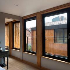 운중동 주택 (Introverted house): 건축사사무소 ids의  침실,한옥