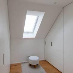 Haus in Weimar:  Ankleidezimmer von Herrmann Massivholzhaus GmbH