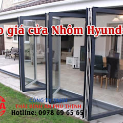 Portes de style  par Cửa Nhôm Hyundai