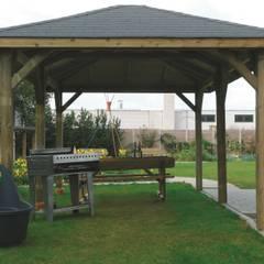 Gazebo KIOSK in legno impregnato 629 x 347 cm con tetto in legno: Giardino in stile  di ONLYWOOD