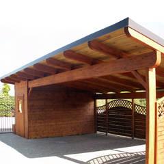 PERGOLA STRONG autoportante - posto auto: Giardino in stile  di ONLYWOOD