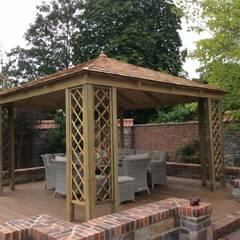 Gazebo e pergole da giardino: Giardino in stile  di ONLYWOOD