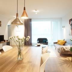 Offenes Wohnzimmer skandinavisch:  Wohnzimmer von Baltic Design Shop