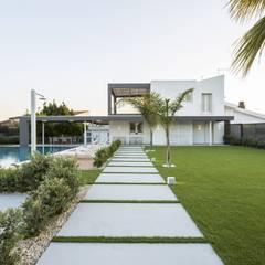 Villa B: Giardino in stile in stile Moderno di DFG Architetti