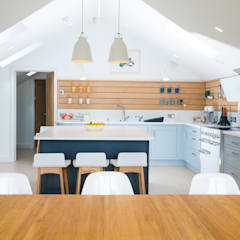 New Build, St Mawes, Cornwall:  Kitchen units by Marraum