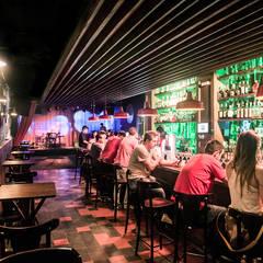 pub-bar-interior: Bares e clubes  por Estudio Piloti Arquitetura