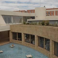 Centro de desarrollo comunitario El Porvenir Bosa : Estanques de jardín de estilo  por Polanco Bernal Arquitectos , Moderno