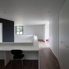書斎コーナー: 石川淳建築設計事務所が手掛けた書斎です。