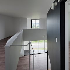 階段から見下ろし: 石川淳建築設計事務所が手掛けた階段です。