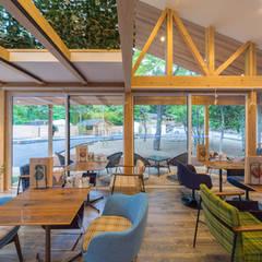 おんせんキャンプ shima blue シマブルー: トコツク建築設計事務所が手掛けたレストランです。